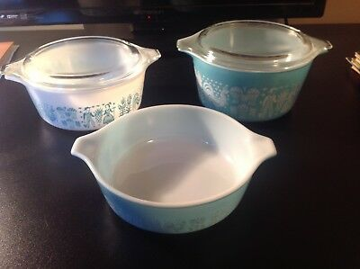 Lot of 3 VINTAGE PYREX baking dishes with 2 lids circa 1970's pre owned