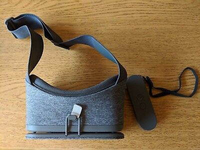 Google Daydream View - VR Headset Slate barely used