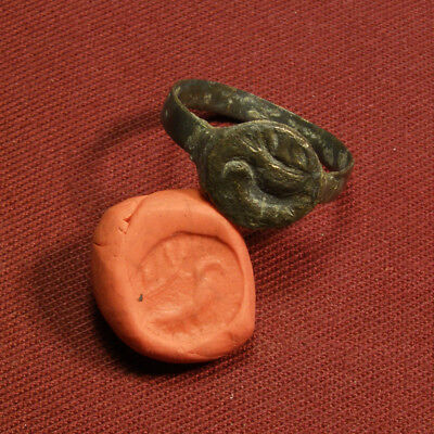 Roman or early Christian seal / signet ring with bird and branch
