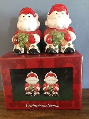 Salt And Pepper Shakers - Santas Christmas Tree In Hand