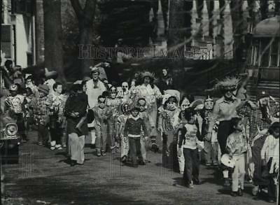 1977 Press Photo Children from St. Casimir Catholic School in parade - mjc35787