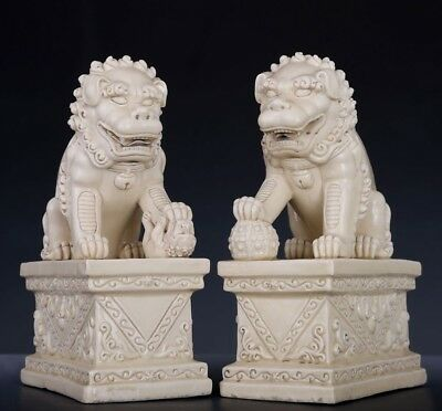 Nice Antique Pairs Of Rare Old Chinese Porcelain Lions Sculptures Statues FA034