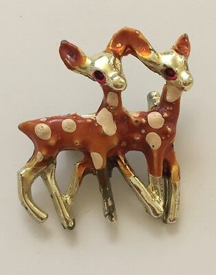 Adorable vintage Two Fawns brooch in gold tone metal.