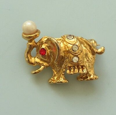 Adorable vintage petit elephant brooch in gold tone metal with crystals