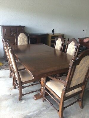 Vintage Tudor Oak Dinning Room Table with leaf and 6 Ethan Allen Chairs