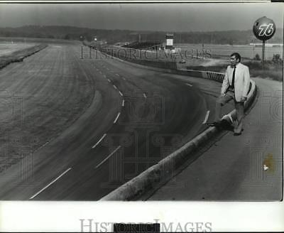 Press Photo Unidentified person viewing the race track at Talledega, Alabama