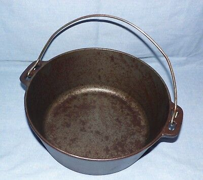 "Vintage? Seasoned Cast Iron 5 Quart Hanging Pot/Kettle  ""Classic"""