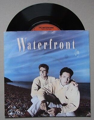 Vinyl Single 1988 : The WATERFRONT 'Cry' + 'Saved'
