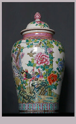 Chinese Republican Era Polychrome Decorated Lidded Porcelain Vase/Urn - 40,0 cm