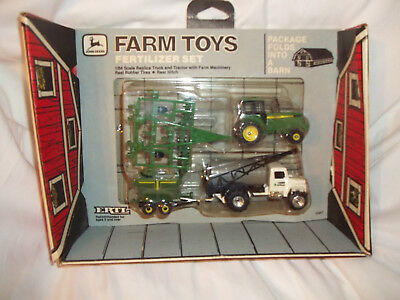 JOHN DEERE NIB VINTAGE FERTILIZER BARN BOX SET #f5567 1/64 SCALE GREAT CONDITION