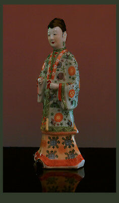 A Large Chinese Porcelain Figure Of A Court Lady, 20th Century - 38,0 cm High.