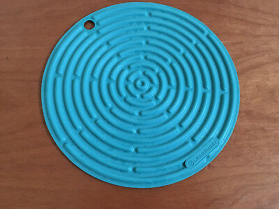 """TEAL LE CREUSET 8"""" Trivet Silicone Pot Holder Gripper Counter Surface Protector"""