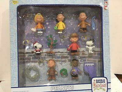 Charlie Brown Christmas  Figurine Play Set with key chain feature