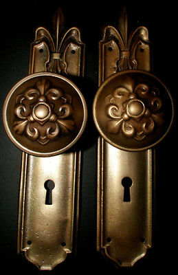 FLEUR de lis Brass-Tone DOOR KNOBS & BACKPLATES. Antique Hardware
