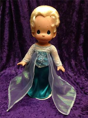 """Precious Moments Disney Frozen Elsa Sister Of Anna 12"""" *signed* Doll With Stand"""