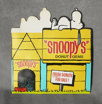 1960's Dolly Madison SNOOPY Dog House DONUT BOX Schulz Peanuts Food Advertising