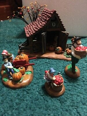 Dept 56 New England Village Series It's Almost Thanksgiving 4 Pc Set 56.56639