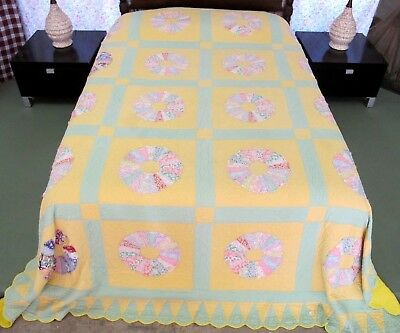 Vintage Beautifully Hand Quilted Feed Sack Applique DRESDEN PLATE Quilt, Queen