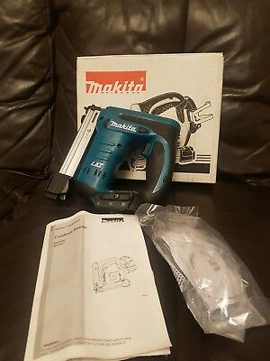 Makita BST220Z LXT Stapler Bare Unit