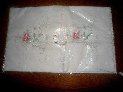 A Very Pretty Pair Of Unused Machine Embroidered Pillowcases In Original Pack