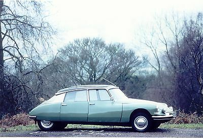 ..POSTCARD - *Citroen DS #5 in the country* - card vintage 2003 - unused