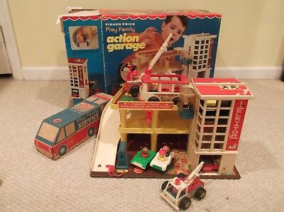Vintage Fisher Price ACTION GARAGE / Original Box Little People 1970's