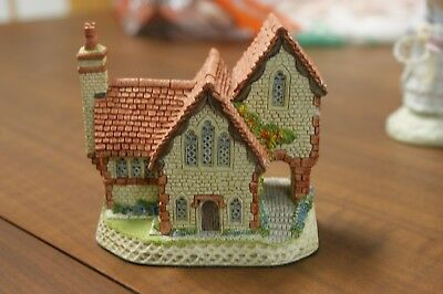 "David Winter British Traditions ""staffordshire Vicarage"" figurine"