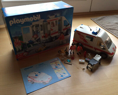 PLAYMOBIL City Action 4221 - Krankenwagen mit Blinklicht