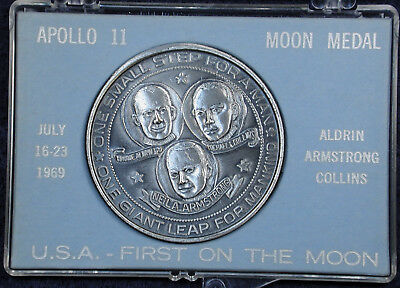 """1969 Appllo 11 Moon Medal """"Footprints On The Moon"""" Uncirculated in Original Case"""