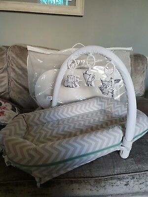 Sleepyhead Deluxe Plus Pod -Silver Chevron Cover - Including Toy Arch
