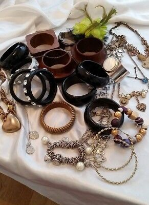 Job lot of mixed old costume jewellery