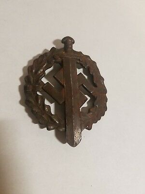 WWI Or WWII Metal German Military Pin with SWASTIKA Wreath & Sword Medal