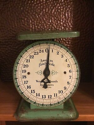 Vintage Antique American Family Scale Kitchen 25 Pound Rusty Green Metal