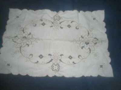 """A Pretty White Cotton Cut Work Madeira Embroidered Tray Cloth  19"""" X 13"""""""