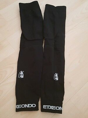 exteondo arm warmers .small to med.