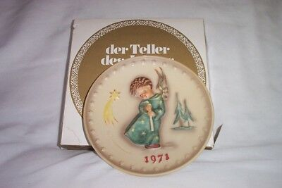 Goebel Hummel First Edition  1971 Bas Relief Annual Plate with Box HUM 264 TMK5