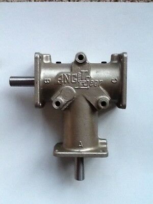 """R3330 ANGLE GEAR / Right Angle Bevel Gearbox  3/4"""" Shafts  1:1 Ratio  1750  RPM"""