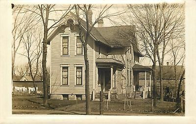 Mendota IL~Hub Hoffman Home~Gingerbread Gable~Clothes on Line~c1910 RPPC