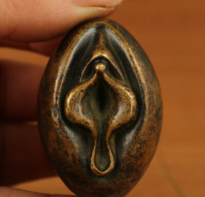 Antique chinese Bronze Solid hand carving cysthus Door Of Life statue Netsuke Pe