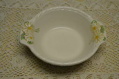 "Metlox PoppyTrail -Vernon Sculptered Daisy Round Serving 7"" Bowl with Handles"
