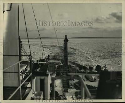 1948 Press Photo Icebreaker Mackinaw Retraces Course to Improve Channels