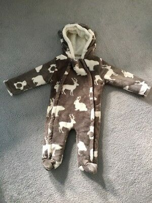 Boy/girl Snow Suit.Winter/Christmas 6-9 Months