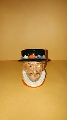 Royal Doulton Character Beefeater D6251 2 1/4 tall