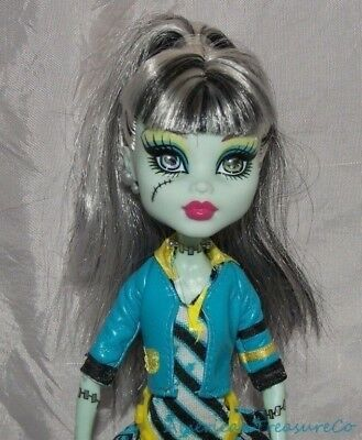 Retired 2012 MONSTER HIGH FEARBOOK PICTURE DAY FRANKIE STEIN Doll w/Outfit