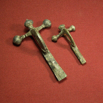 2 sizes of Roman military brooch