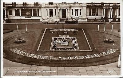 Great Yarmouth, Norfolk - Floral Clock, Kimberley Hotel - RP postcard c.1950s