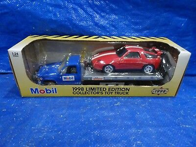 Mobil 1998 Collector's Toy Flatbed  Rollback Truck w Car 1:25 Scale NIB