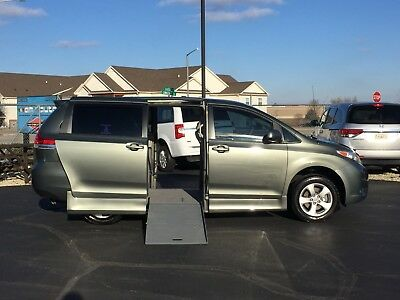 2011 Toyota Sienna BRAUNABILITY WHEELCHAIR CONVERSION HANDICAP VAN 2011 TOYOTA SIENNA LE BRAUNABILITY WHEELCHAIR HANDICAP CONVERSION VAN