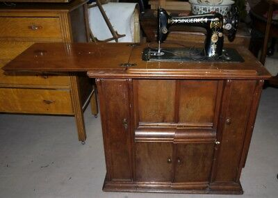 Singer Sewing Machine Rare item fully fitted cabinet lovely Item !