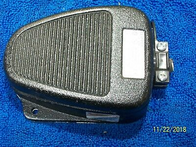 Linemaster Clipper 632-S Electric Foot Pedal Switch  20A 250Vac